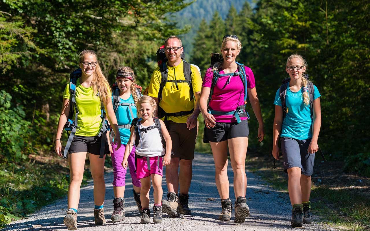 Familienurlaub Thüringer Wald, Familie wandert | Tipp Hotel in Oberhof